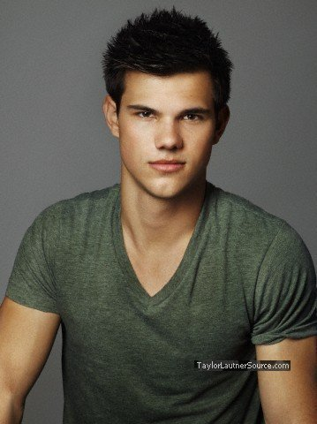 Taylor/Jacob Fan Girls wallpaper probably with a portrait called Taylor Lautner