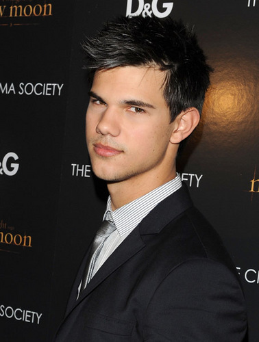 Taylor/Jacob Fan Girls wallpaper with a business suit called Taylor Lautner