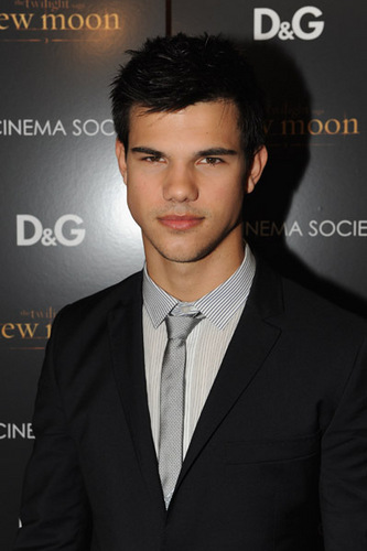 Taylor/Jacob Fan Girls wallpaper containing a business suit, a suit, and a three piece suit titled Taylor Lautner