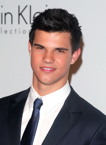 Taylor/Jacob Fan Girls wallpaper containing a business suit, a suit, and a two piece titled Taylor Lautner