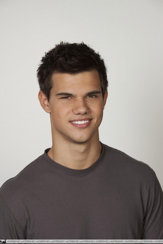 Taylor/Jacob Fan Girls wallpaper containing a jersey titled Taylor Lautner