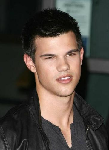 Taylor/Jacob Fan Girls wallpaper containing a portrait called Taylor Lautner
