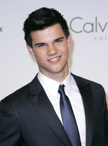 Taylor/Jacob ファン Girls 壁紙 with a business suit, a suit, and a double breasted suit titled Taylor Lautner