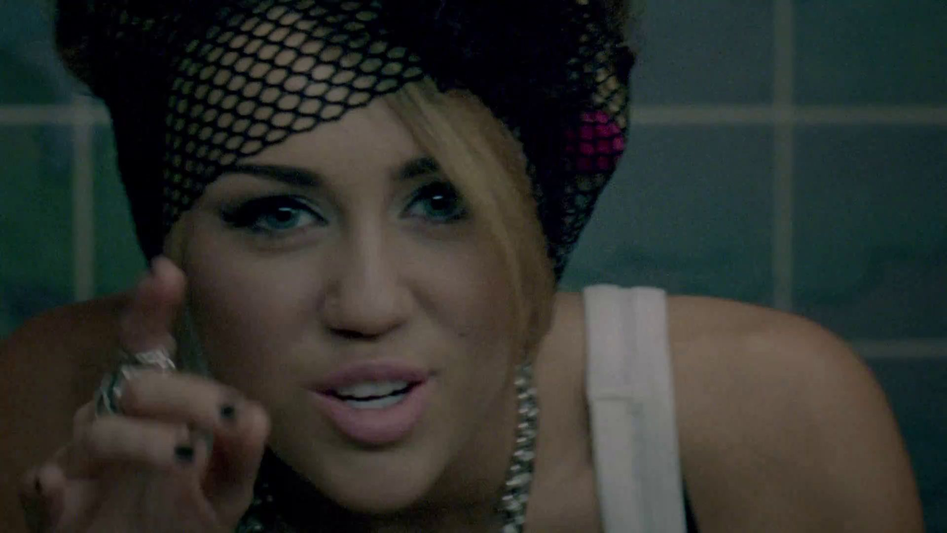 Who-Owns-My-Heart-miley-cyrus-22421791-1920-1080.jpg