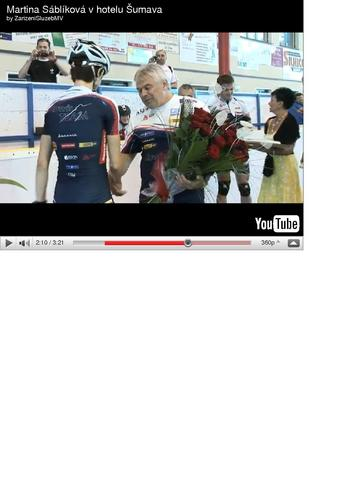 coach gives Martina red roses, the symbol of Любовь