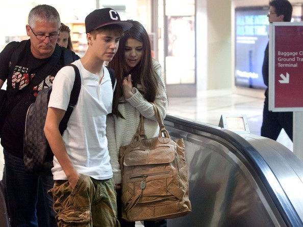selena gomez and justin bieber at the beach in hawaii. dresses images Justin Bieber