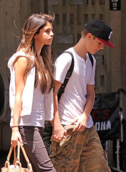 selena gomez and justin bieber hawaii pictures. justin bieber and selena gomez