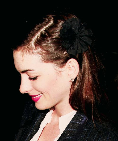 Anne Hathaway Fan Art (22585118)