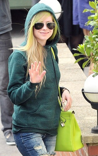 Avril arriving at fontana Studios
