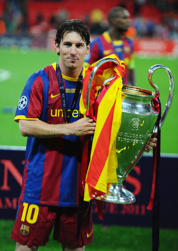 Barcelona Return 首页 胜利之歌 With Champions League Trophy (Lionel Messi)