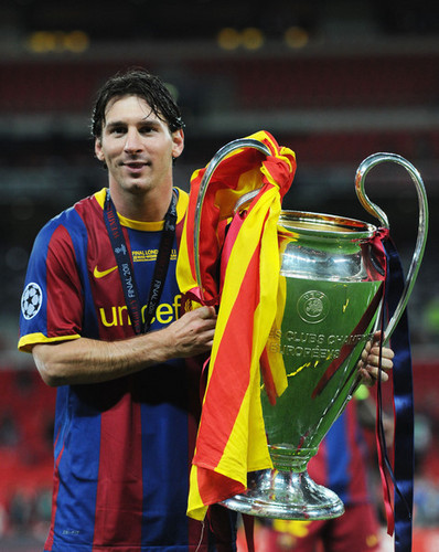 Barcelona Return utama Victorious With Champions League Trophy (Lionel Messi)