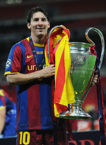 Barcelona Return nyumbani Victorious With Champions League Trophy (Lionel Messi)