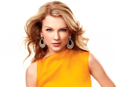 Beautiful Taylor on the cover of InStyle Magazine