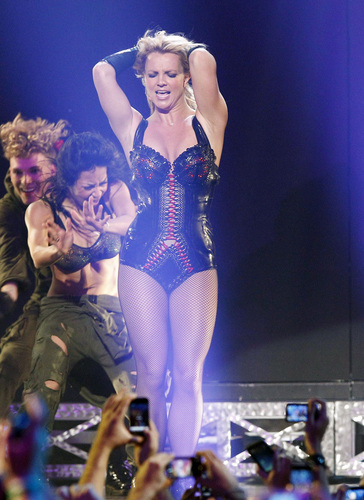 Britney Spears kertas dinding with a maillot entitled Brit