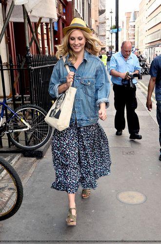 Candice running errands in London, UK! [June 2nd 2011]