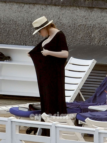Christina Hendricks relaxing oleh the Hotel Pool in Lake Como, Italy.