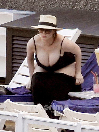 Christina Hendricks wallpaper possibly with a boater and a fedora called Christina Hendricks relaxing by the Hotel Pool in Lake Como, Italy.