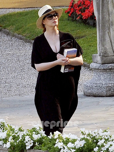 Christina Hendricks relaxing door the Hotel Pool in Lake Como, Italy.