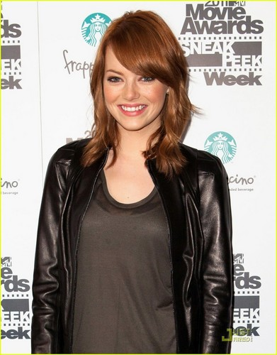 Emma Stone Returns to Red Hair