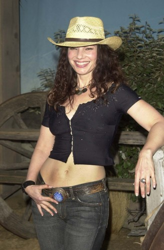 Fran Drescher Hintergrund with a boater, a fedora, and a snap brim hat entitled Fran Drescher