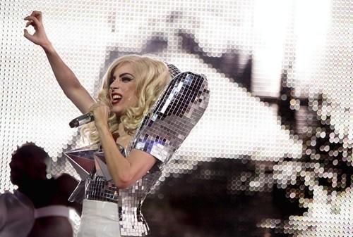 Gaga - Paws up!