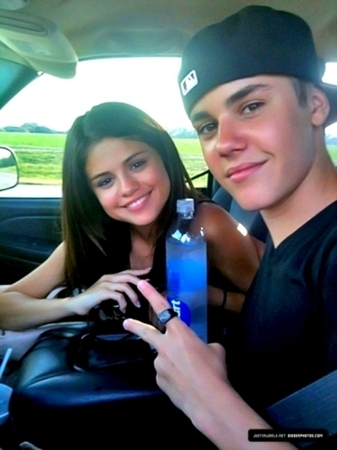 Justin Bieber and Selena Gomez images Jb and Selena wallpaper and background photos