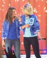 L & D ♥ Glee Live Tour 2011  - lea-michele-and-dianna-agron photo