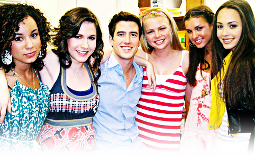 Logan and the girls of BTR!