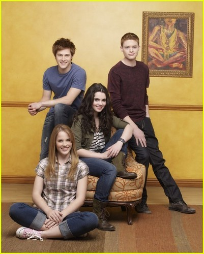 Lucas Grabeel & Vanessa Marano Chat 'Switched At Birth'