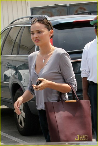 Miranda Kerr Gets a Ride From Orlando Bloom
