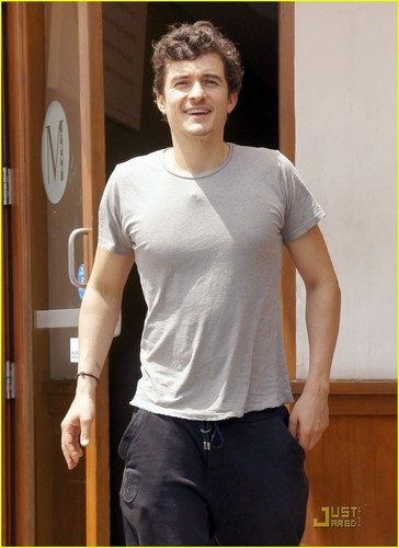 Orlando Bloom & Miranda Kerr: M Cafe Mates!