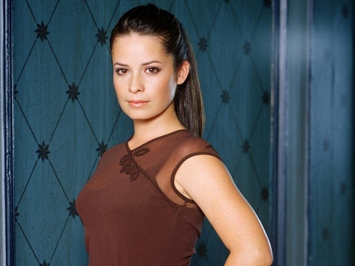Piper Halliwell wallpaper possibly containing attractiveness entitled Piper Wallpaper