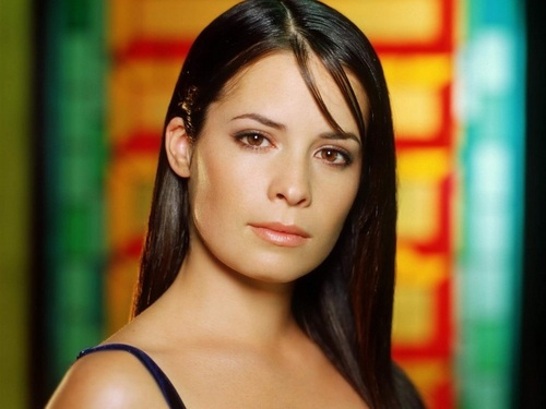 Piper Halliwell wallpaper containing a portrait entitled Piper Wallpaper