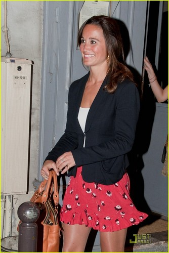 Pippa Middleton: Night Out in Paris!