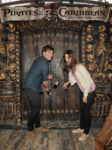 """Pirates of the Caribbean: On Stranger Tides"""" Cast Visit Hot Topic Store"""