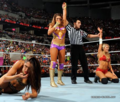 Raw 30.05.11 | Kelly & Eve vs. Bella Twins.