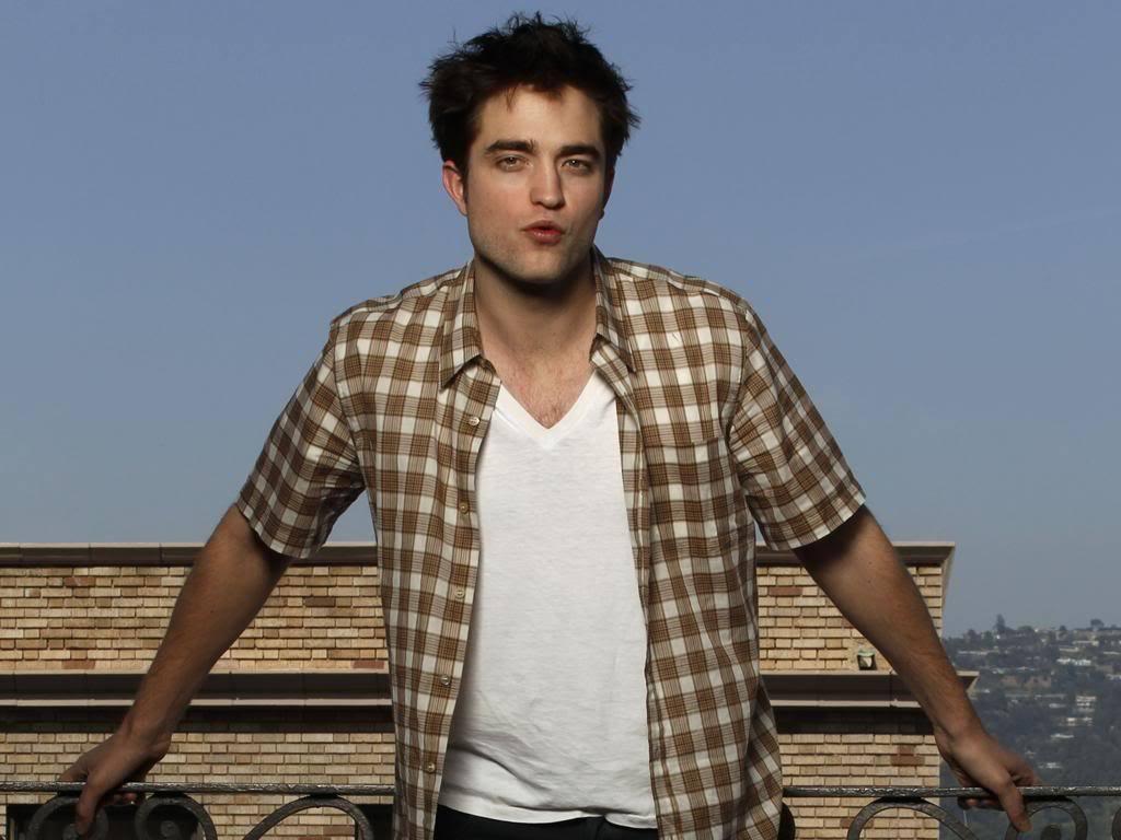 Robert Pattinson Cosmo set3