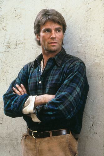 Season 1 Promotional Photo - macgyver Photo
