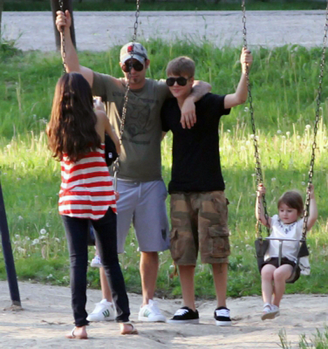 Selena - At A Park With Justin Bieber In Ontario - May 31, 2011