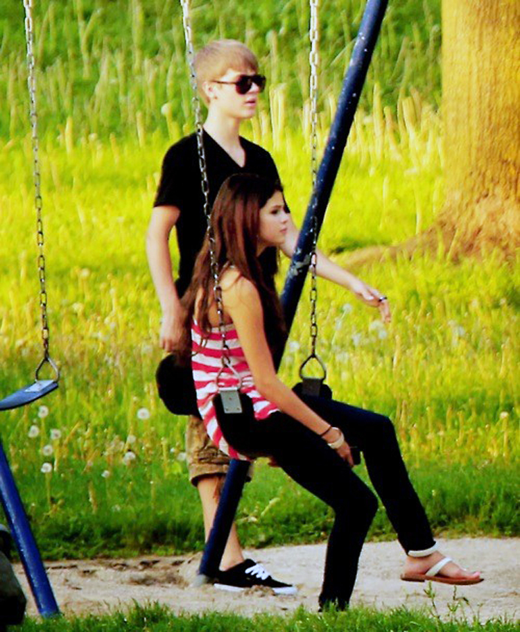 selena gomez and justin bieber 2011 hawaii. makeup 2011 Justin Bieber