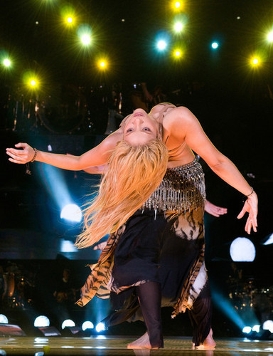 Shakira Bellydancing on stage in Barcelona