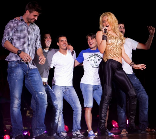 Shakira and Piqué are embarrassing vulgar behavior