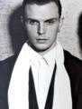 Theo <33