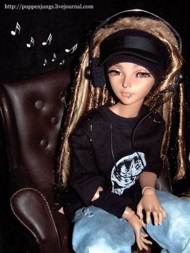 Tom as doll!;-)