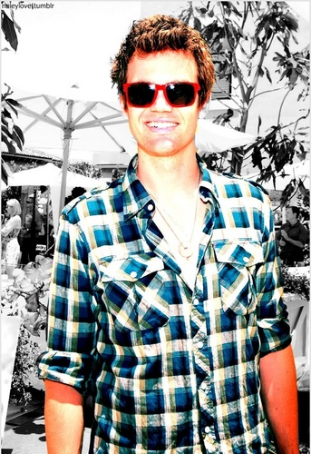 Tyler Hilton Hintergrund possibly with sunglasses titled Tyler