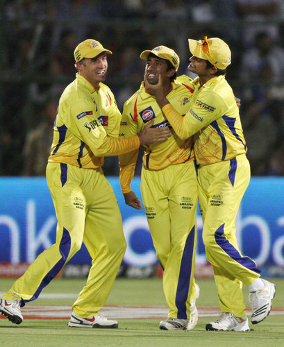 CSK- Chennai super kings karatasi la kupamba ukuta possibly with a first baseman, an umpire, and a right fielder titled dance