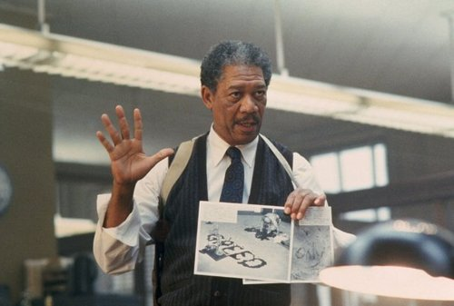 morgan Freeman karatasi la kupamba ukuta possibly containing a business suit called se7en