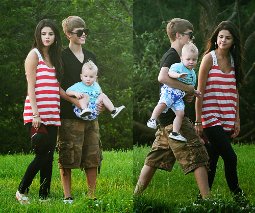 Justin Bieber wallpaper called selena gomez hanging out with justin bieber's family!!