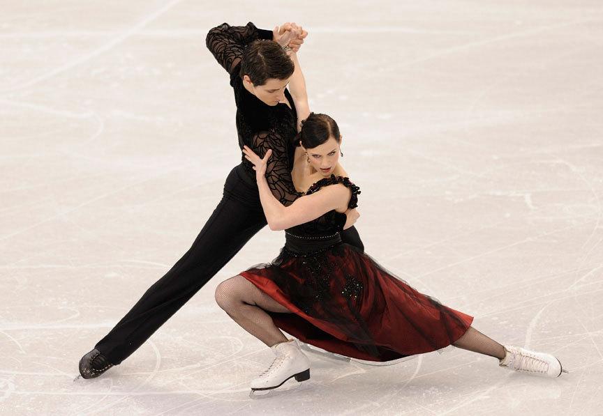 http://images4.fanpop.com/image/photos/22600000/-CD-2010-Vancouver-Olympics-Tango-Romantica-tessa-virtue-and-scott-moir-22690087-864-597.jpg