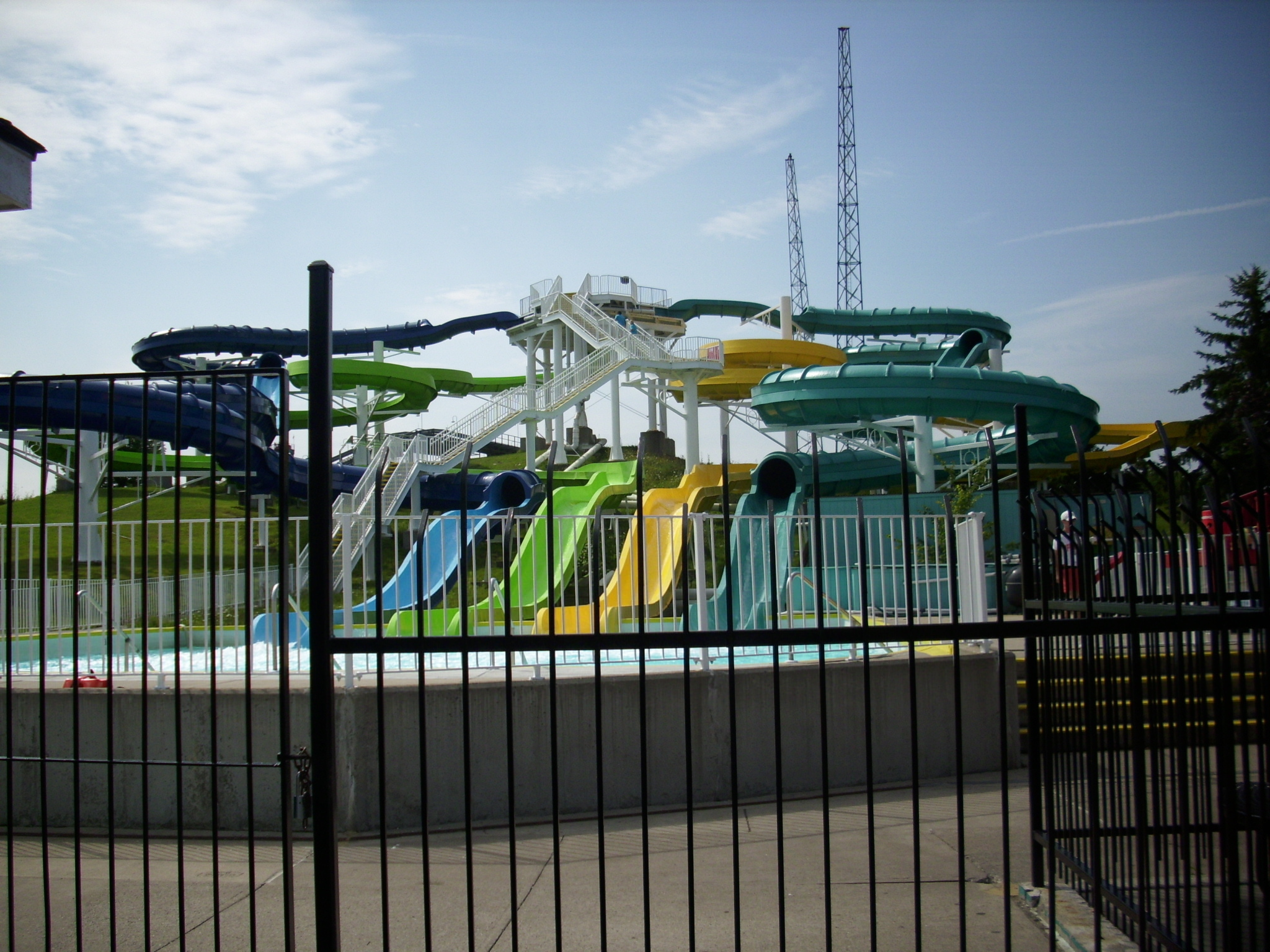 'Cuda Falls water slides at barracuda baía